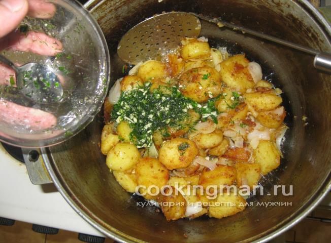 жареная в казане картошка