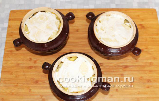Говядина запеченная с картошкой в горшочке