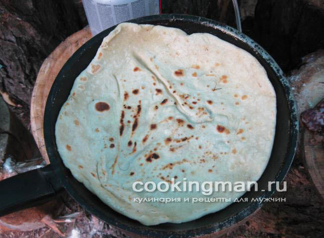 Пицца рецепт с колбасой и сыром и помидорами