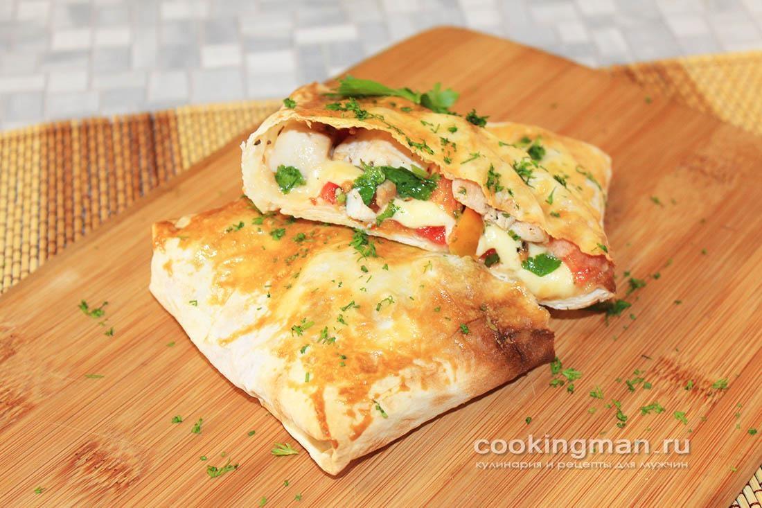 Конвертики из лаваша с сыром сулугуни, курицей и помидорами