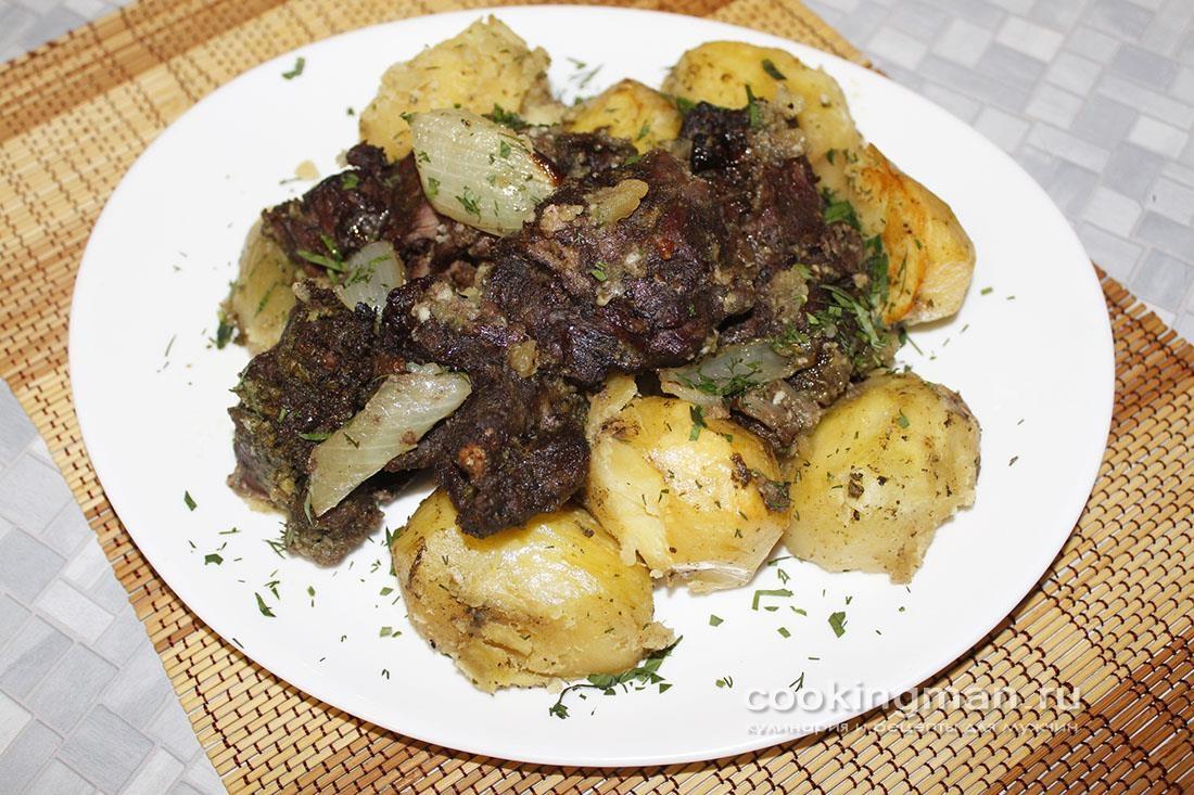 Верблюжатина запечённая с картошкой в духовке