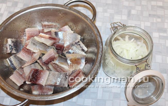 Как сделать селедку с уксусом и с луком и