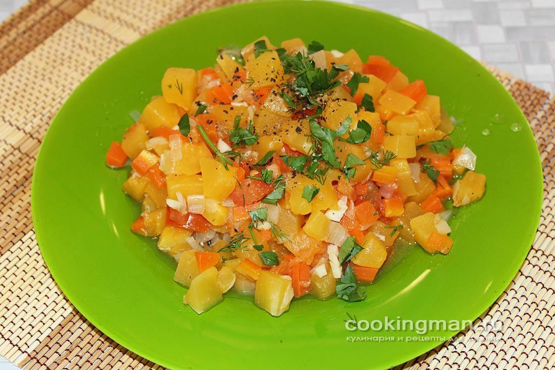 Тушеный кабачок (лук, морковь и помидоры)